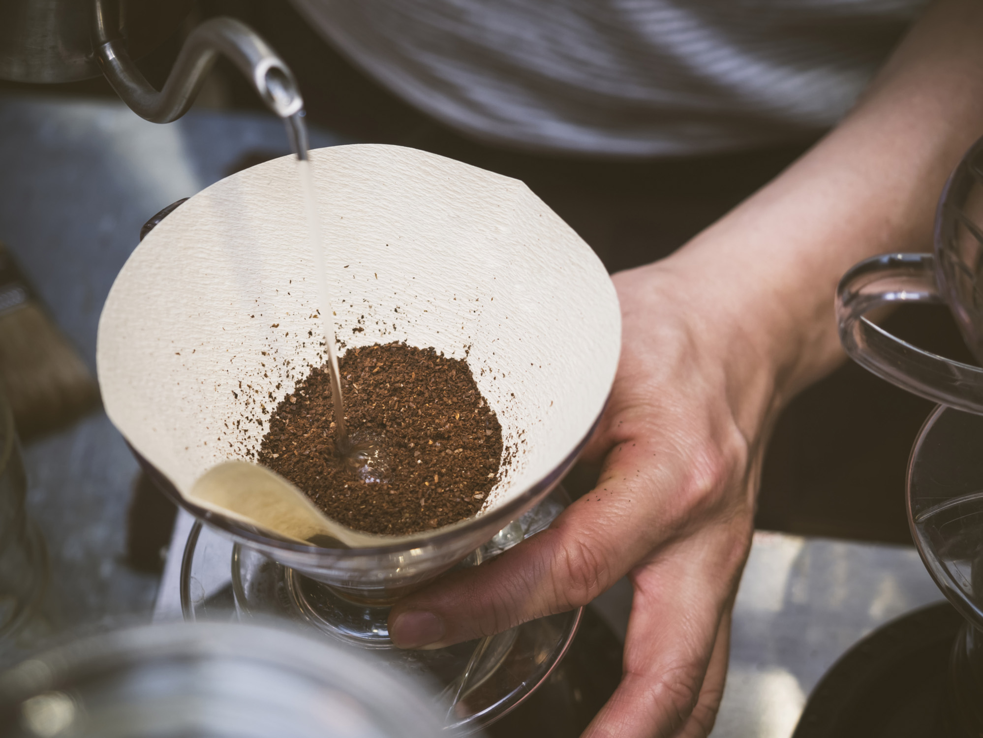 Hand drip coffee pouring - 72 ppi