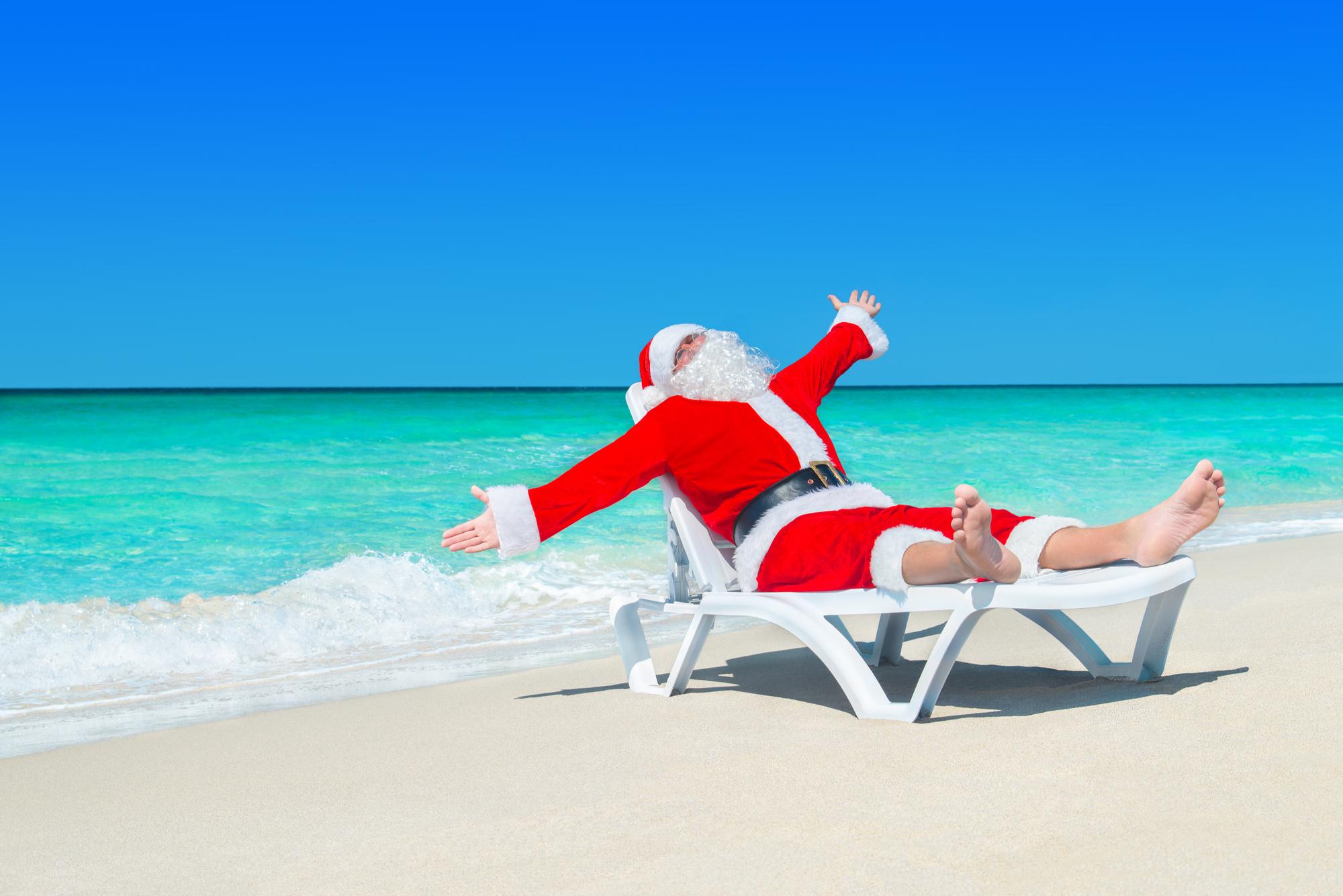 Papai Noel na praia branca