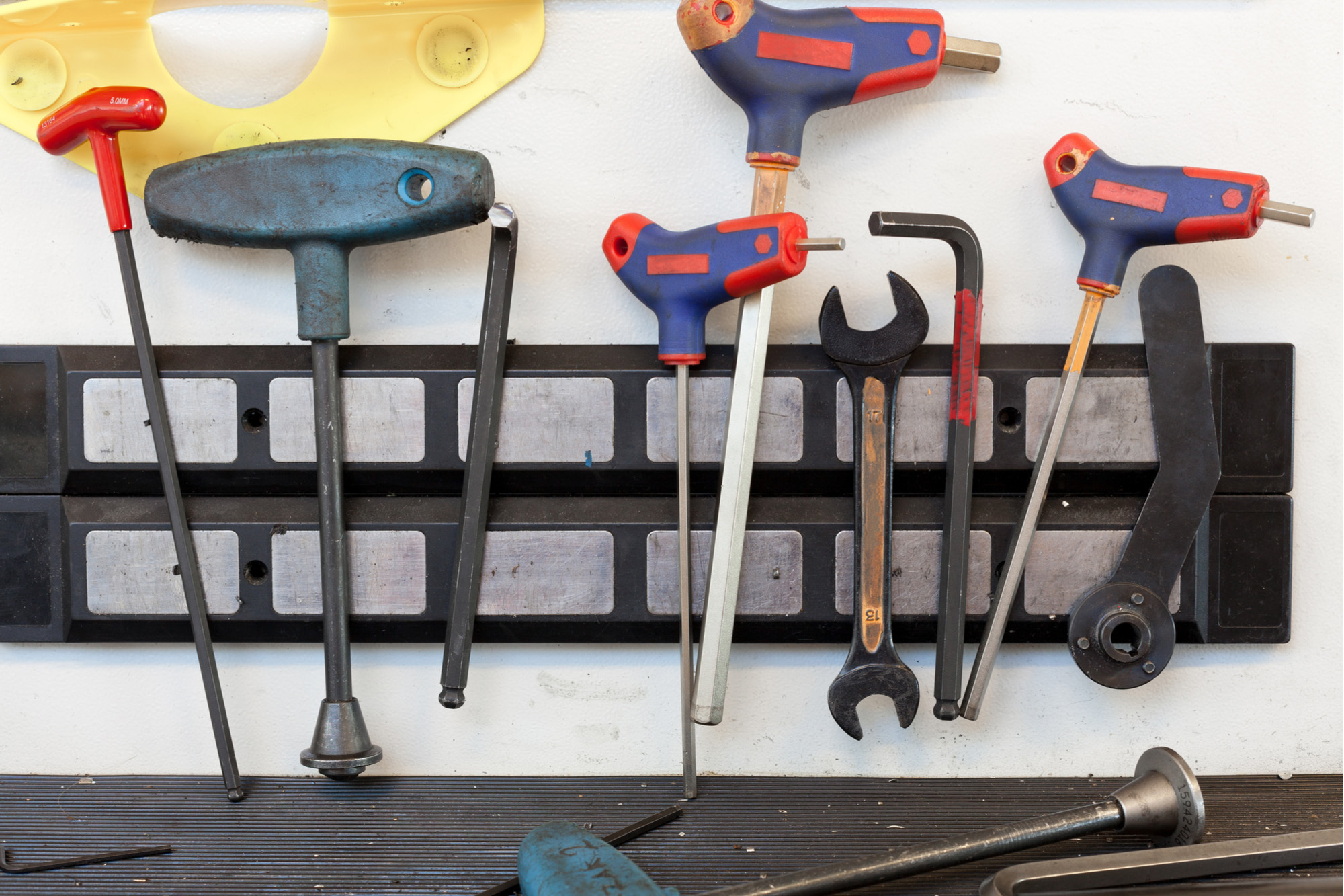 Tools on a magnetic holder - 72 ppi