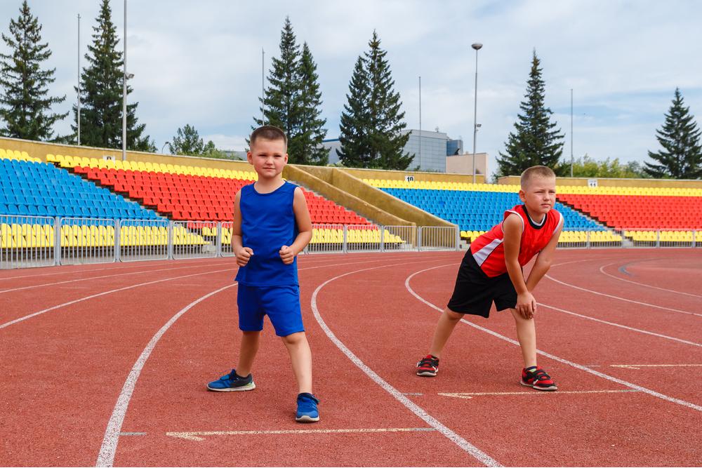 فَتَيَانِ من القوقاز يستعدان لمُمارسة الرياضة