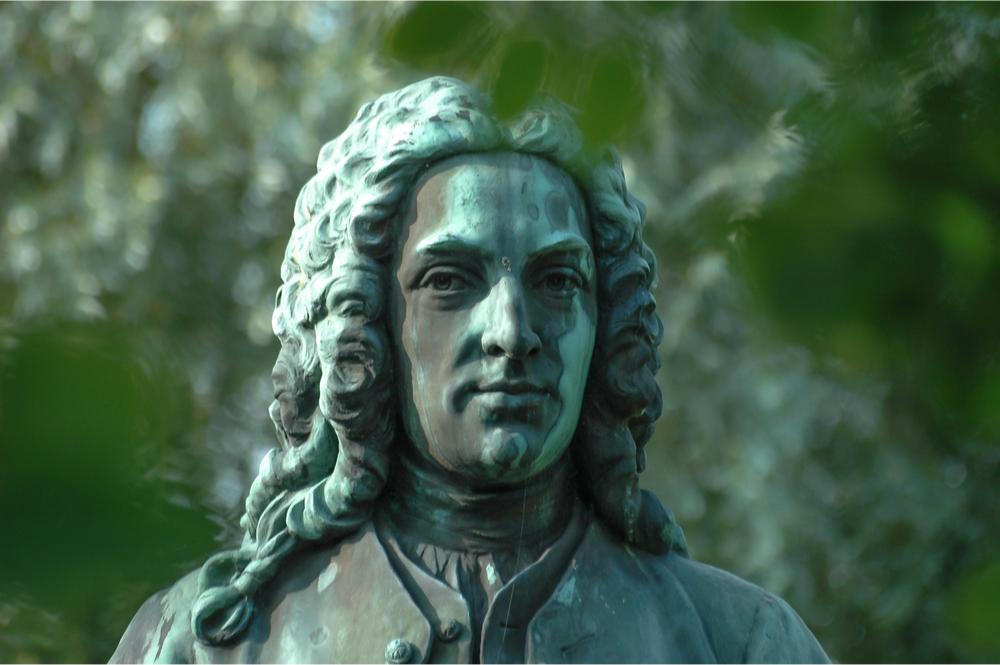 تمثال كارلوس لينيوس