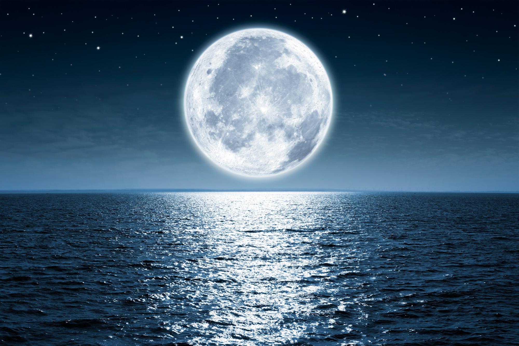 قمر مكتمل