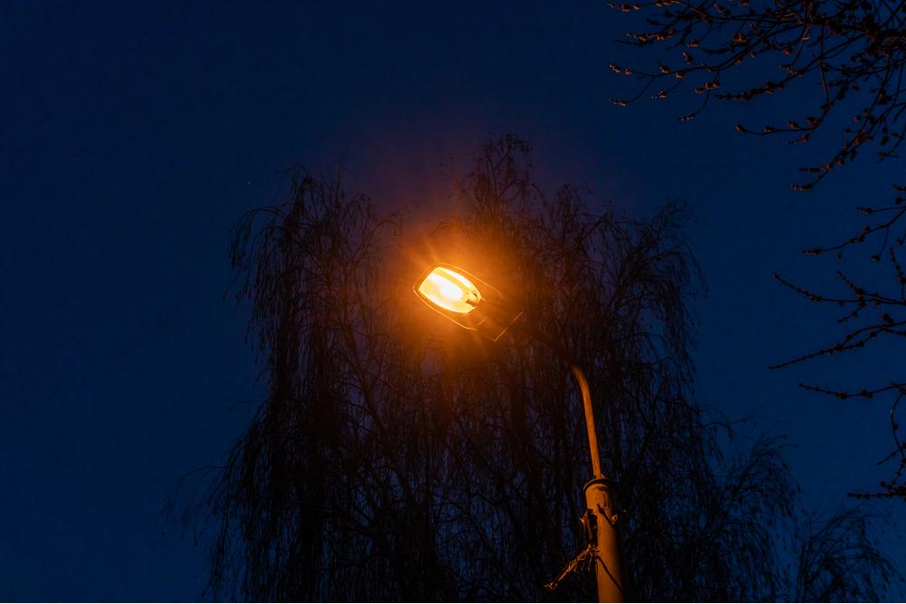 Sodium-vapor street lamp